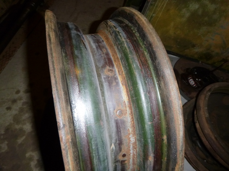 Wheel rim with preserved paint