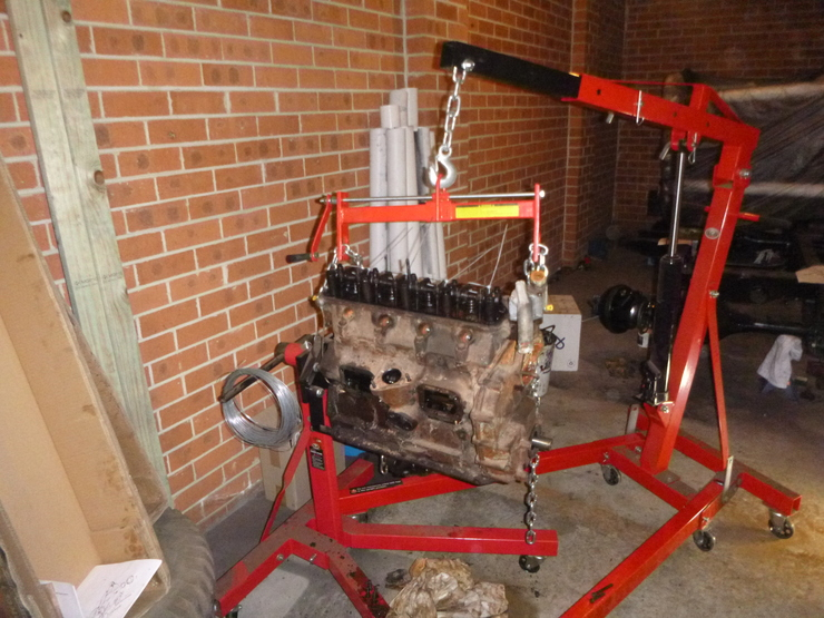 Block stand and engine crane sharing weight