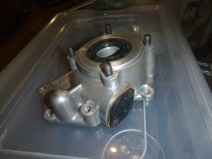 Speedometer drive housing with new seals