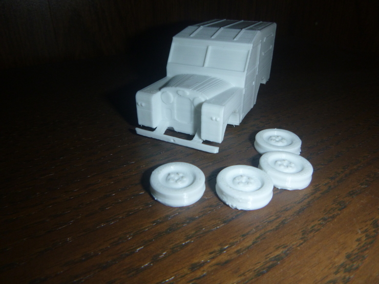 3D-printed Land Rover: front oblique view with wheels