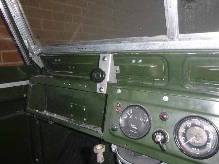 Passenger side ventilator knob in situ